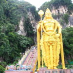 マレーシア バトゥ洞窟の272段の階段を上り、猿たちと戯れてきた話